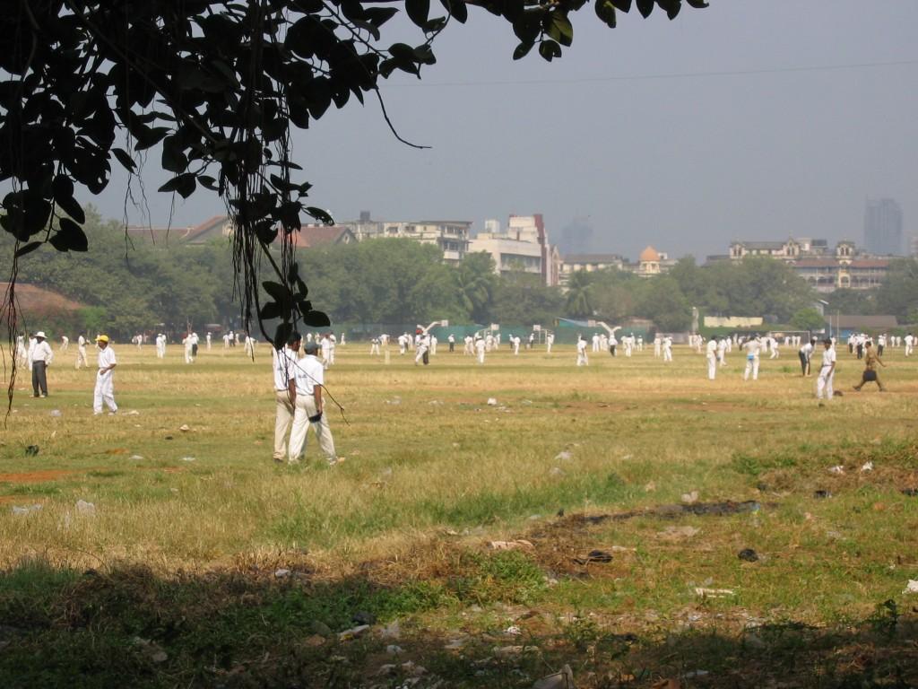 Kriketti-peli kaupungin puistossa