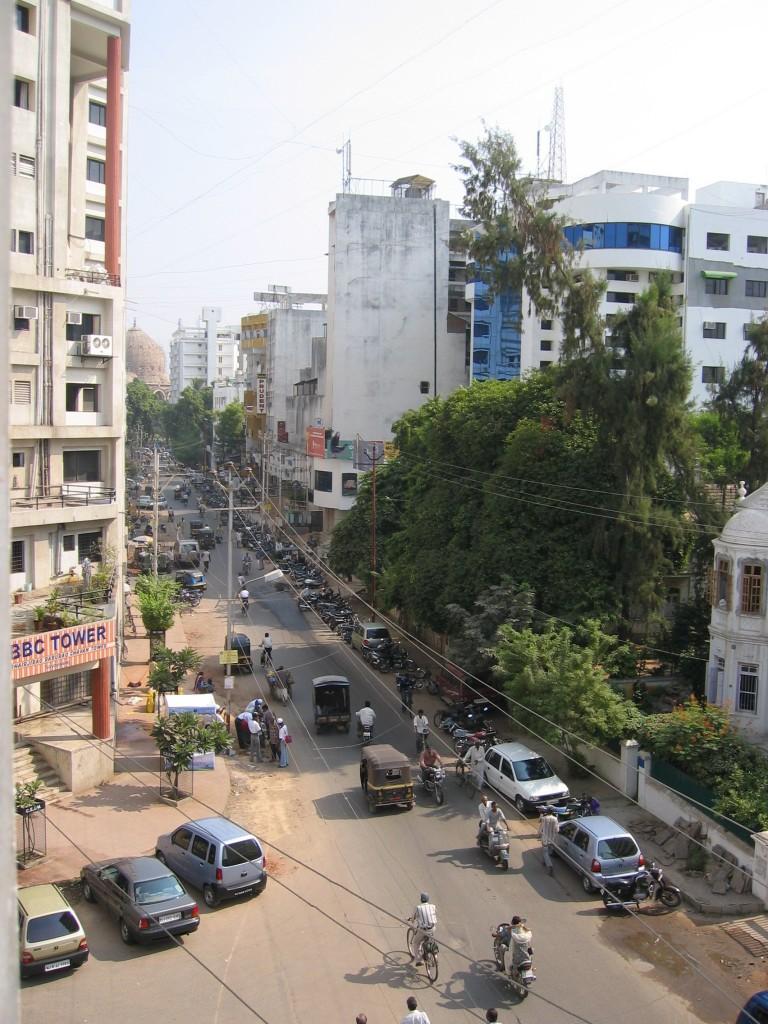 Näkymia hotelli Chandal Mahalin ikkunasta kadulle