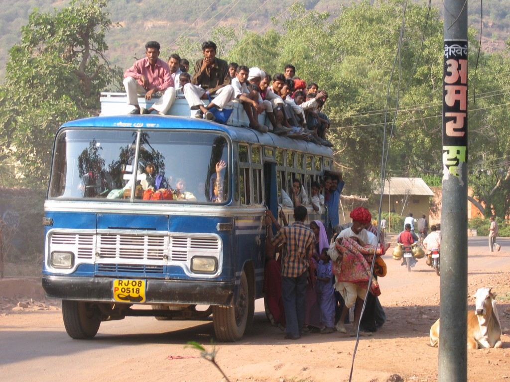 Bussi lastattu intian tapaan