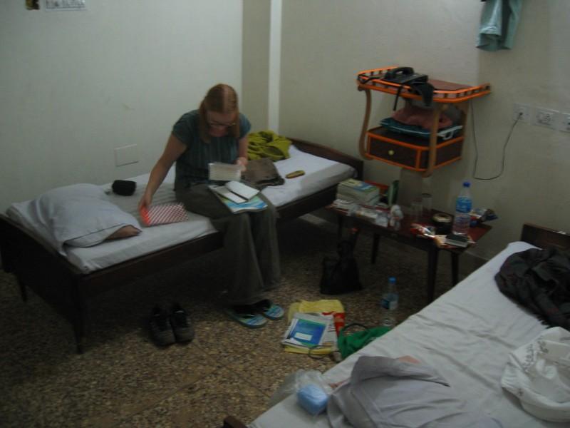 Meidän huone ja Maiju tutkii junalippuja