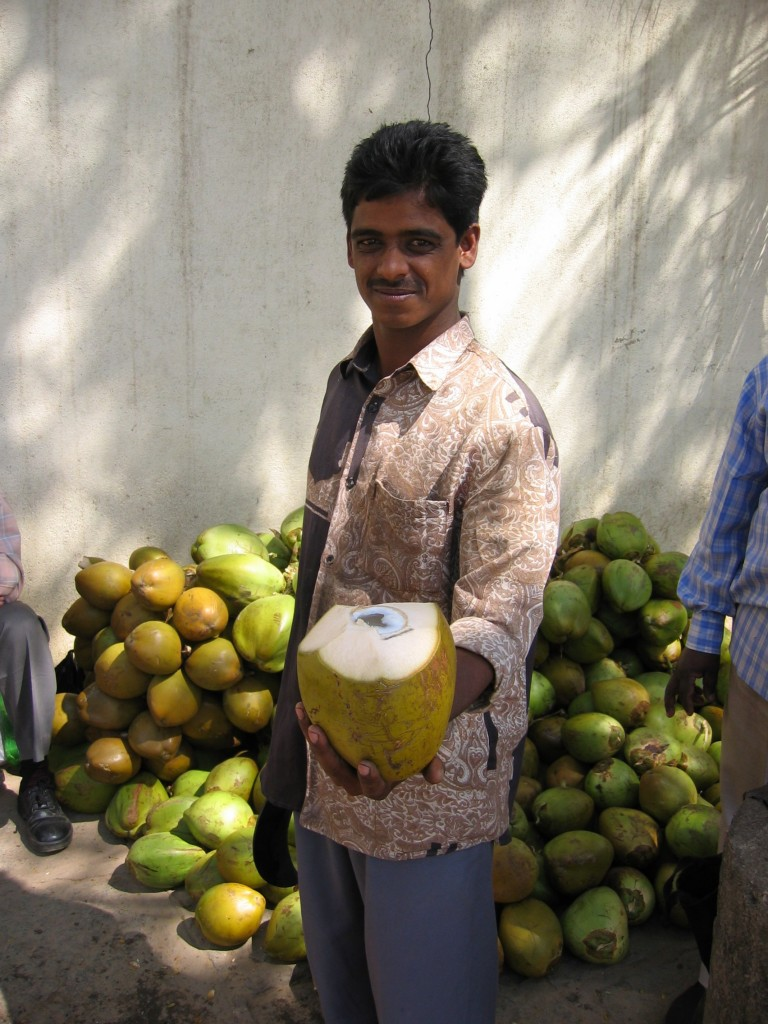 Kuinka saisin rikki kookospähkinän