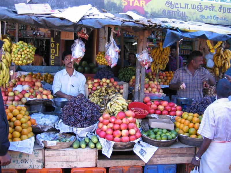 Markkinoilta sai hedelmää jos jonkinlaista