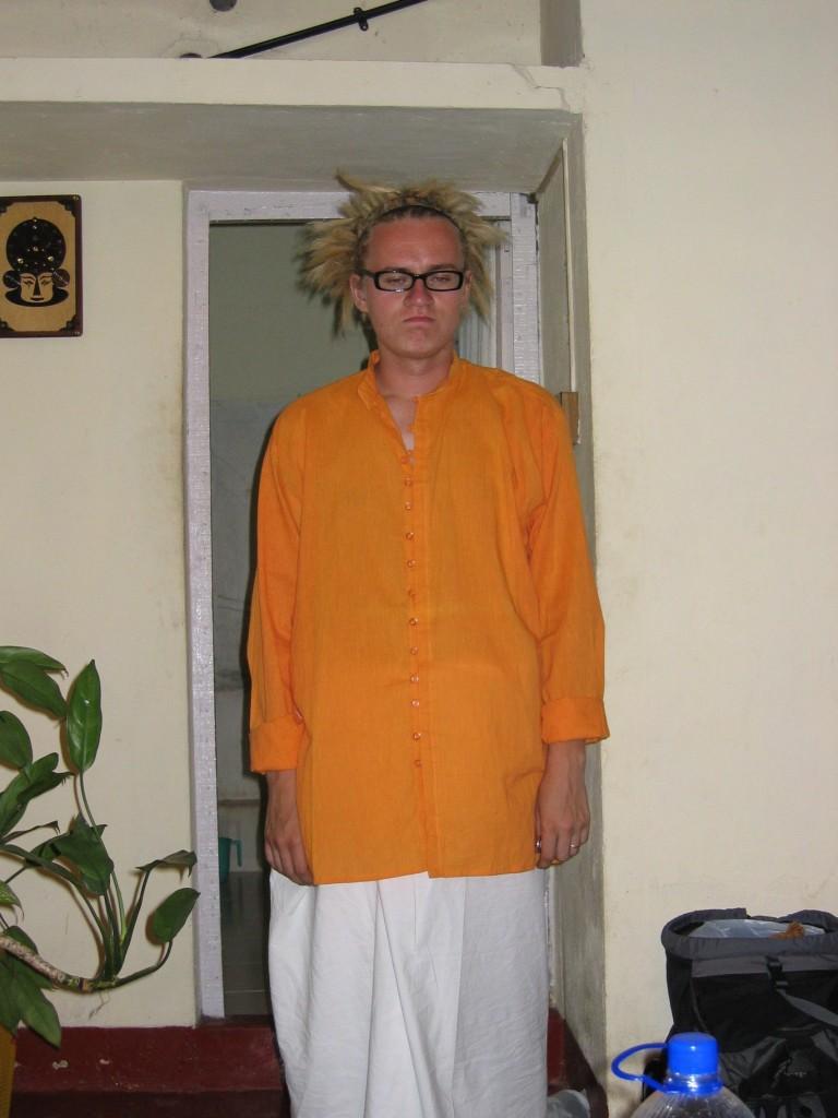 Tämä herra on myrtsi kun pitää lähteä pois Keralasta