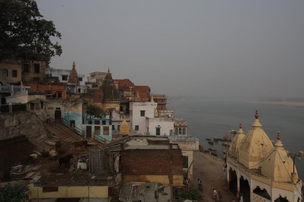 Varanasia hotellin parvekkeelta