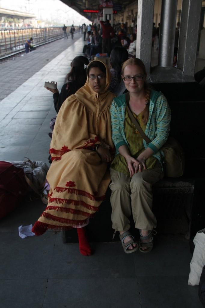 Maiju ja nainen asemalla