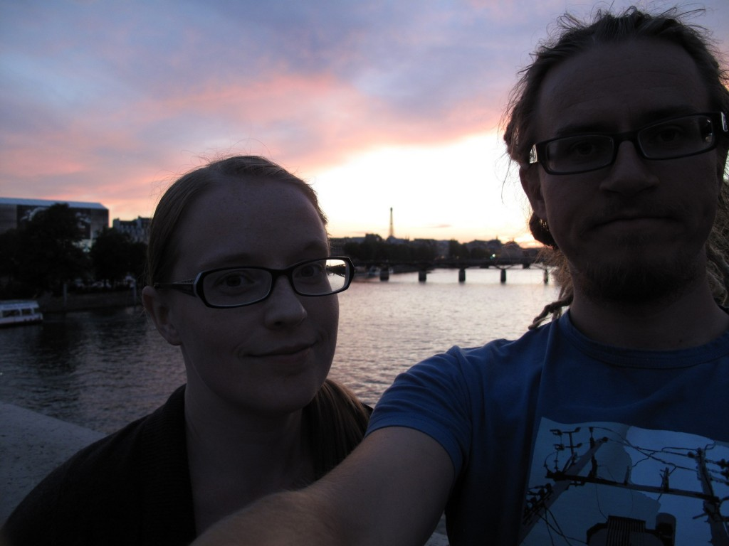 Auringonlasku Seinen rannalla