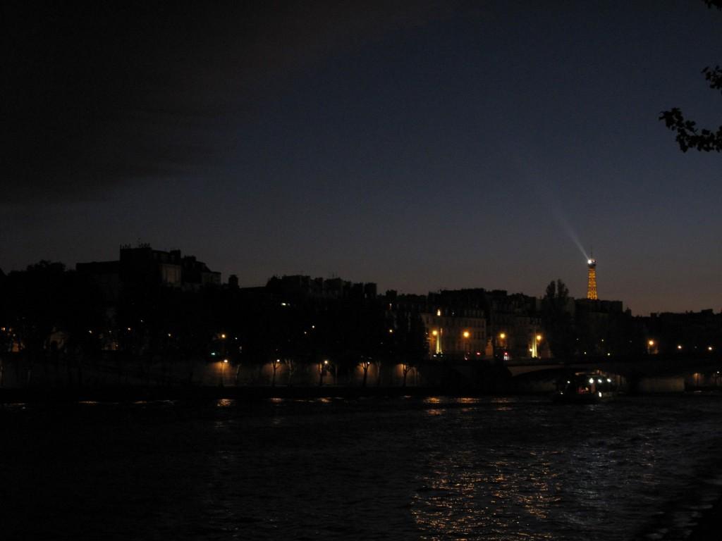 Eiffel-tornin iltavaloshow