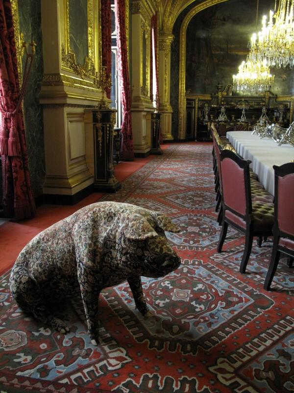 1700-luvun Napoleonin residenssi on saanut kaverikseen 2000-luvun possun