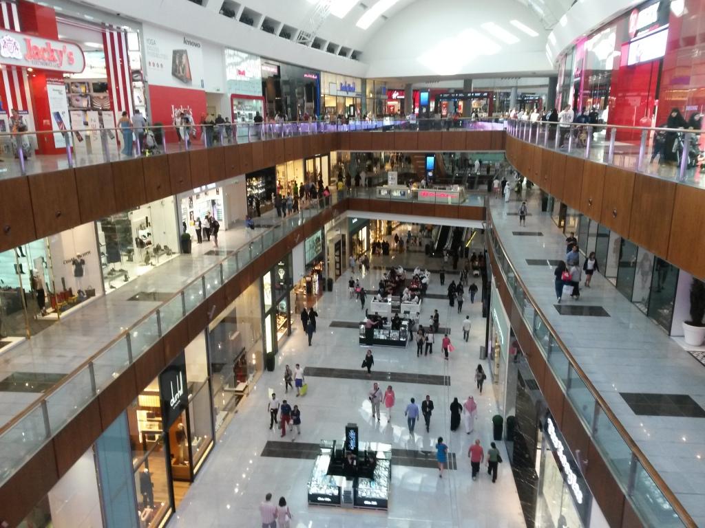 Pieni pätkä Dubai Mallin käytäviä