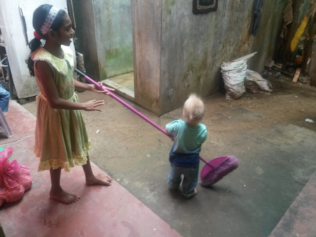 Harjaleikit / Playing with the broom