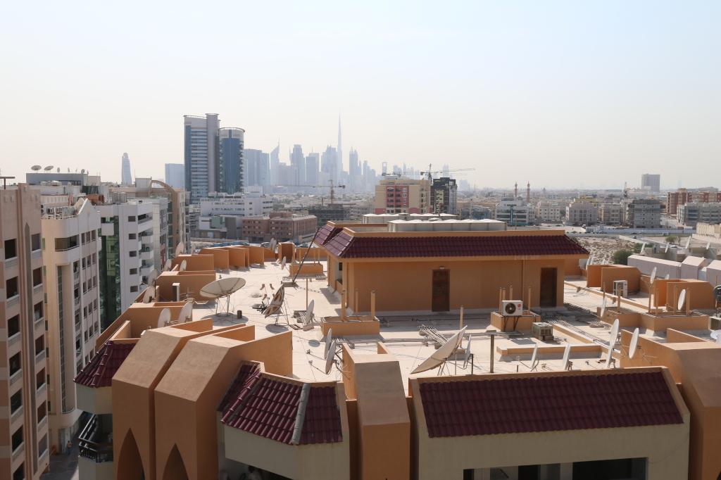 Dubain maisemaa hotellin katolta päiväsaikaan