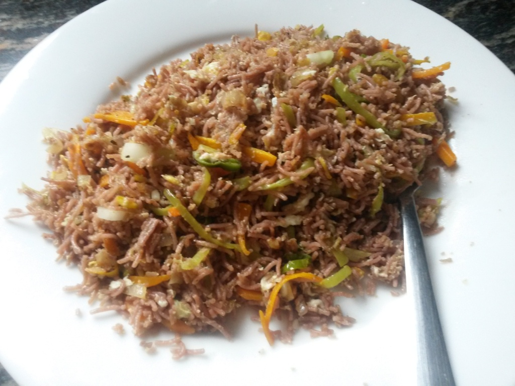 Selfmade lunch: egg fried noodles (from red rice noodles) - comes out pretty cheap and good. We've had many worse tasting fried noodles before.
