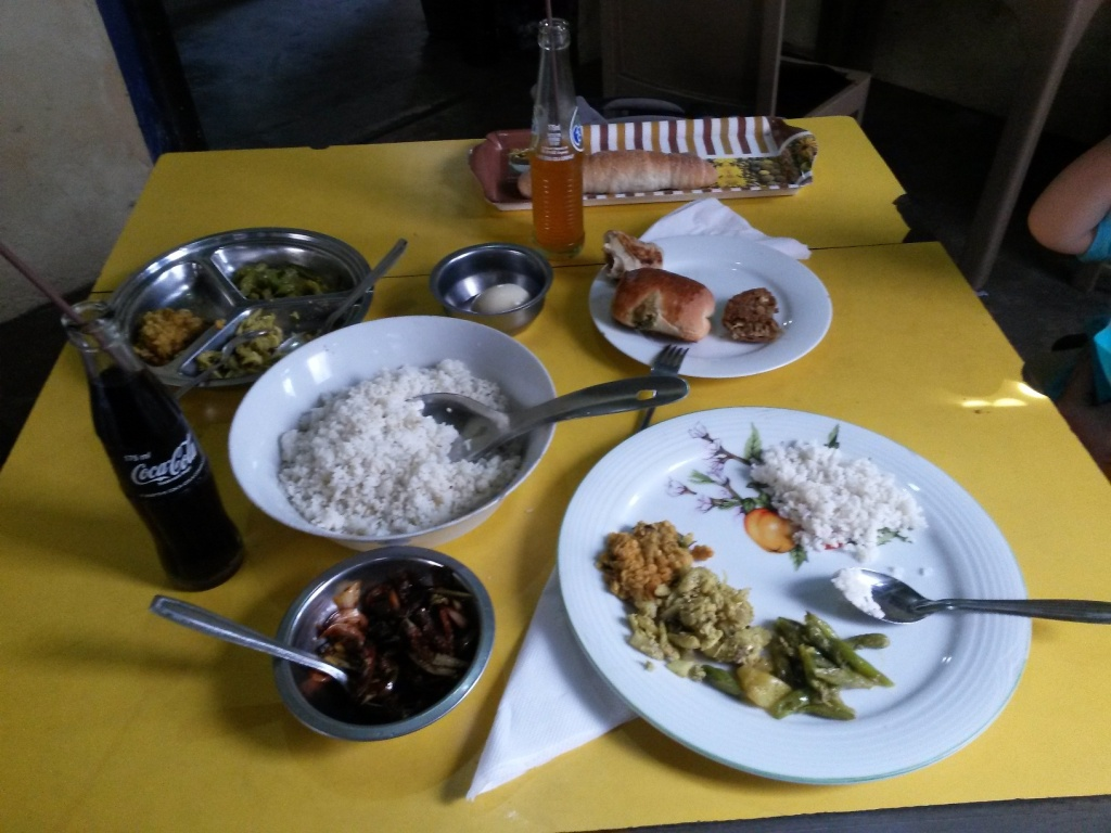 A lunch in Matara at the Galle Oriental Bakery. It was not a bakery as we know it, instead it catered pretty much the same lunch menu as everywhere else: rice & curry and variety of different roti & roll. Rice & curry (with supreb brinjals at the bottom) and some fish & veg buns.