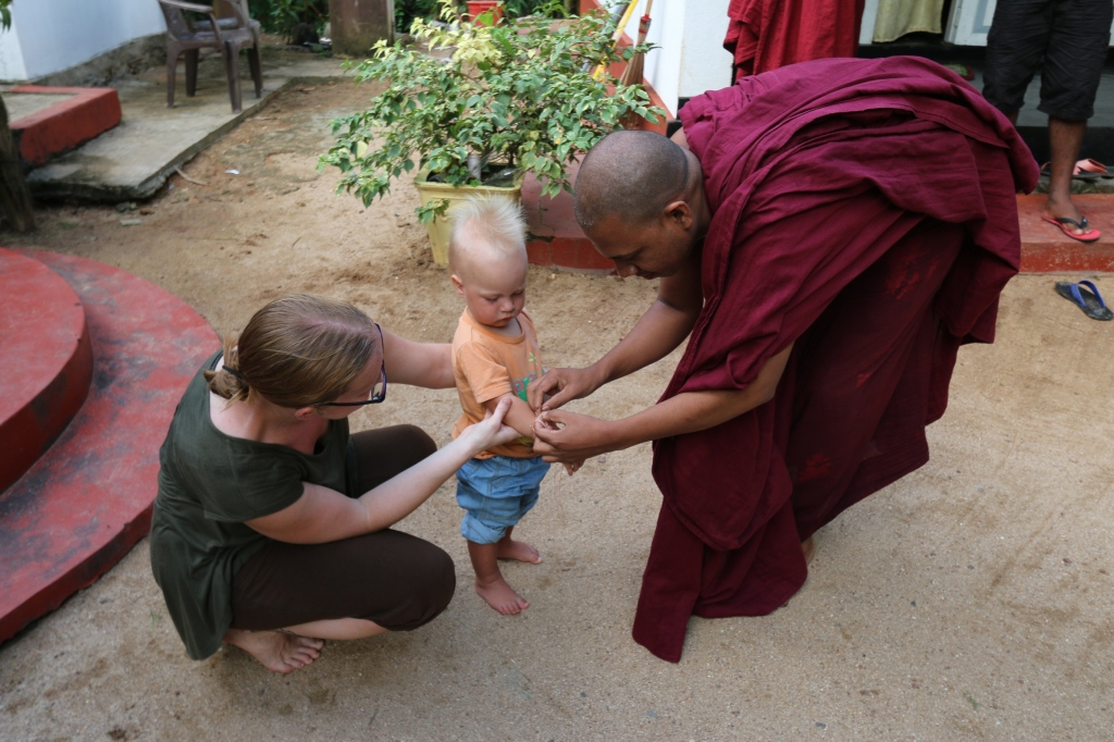 The head monk of Sri Thapodanaramaya temple gave Eero a blessing