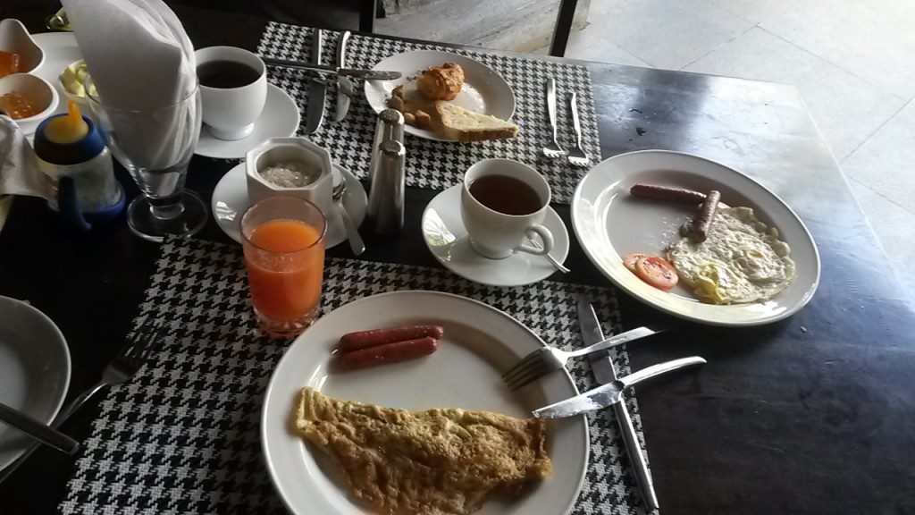 The breakfast at Avasta Resort & Spa in Anuradhapura. Apparently you could not get it without the chicken sausages, which sadly were left un-eaten, though, Eero did take a small nibble on one of them.