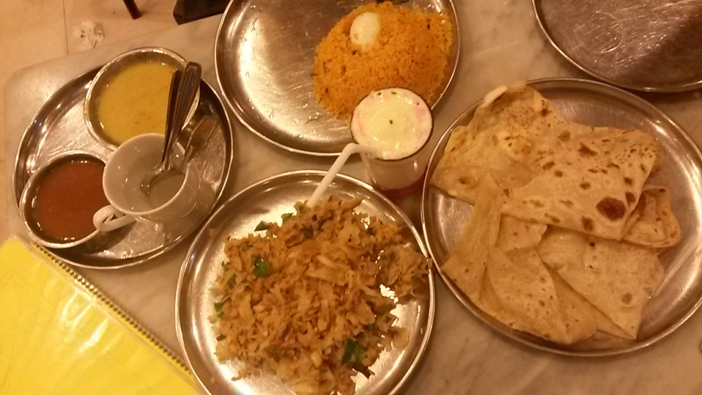 One of the best meals we had in place called Muslim Hotel. Despite the odd name they had super good food. Here we have the kottu and roti at the bottom and egg biriyani at the top. In the middle there is again the most excellent drink faluda shake.