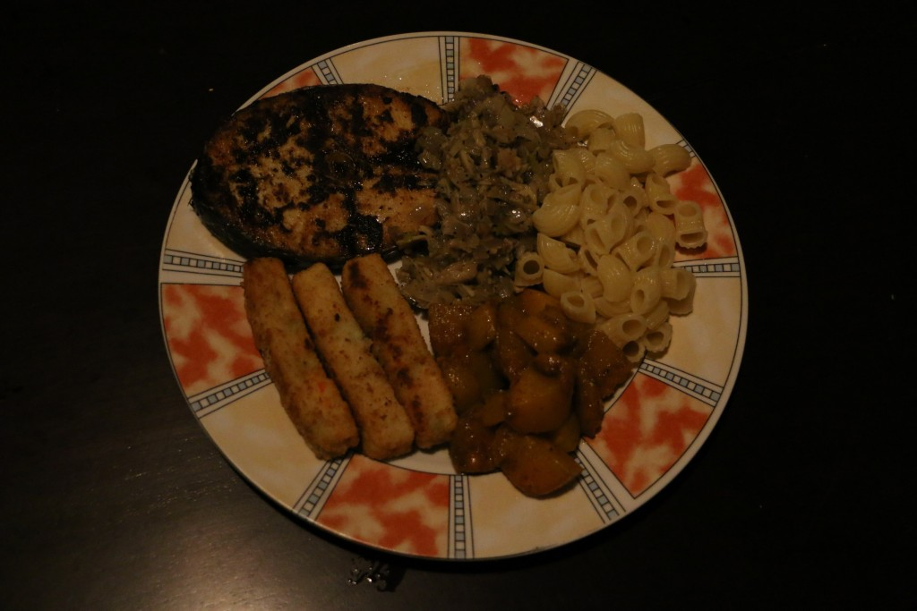 Our last meal, which meant we had to empty fridge from all the left over food we had. We had some thalapath fish, mushroom-onion fry, pasta, curried pumpkin and vegetable fingers.