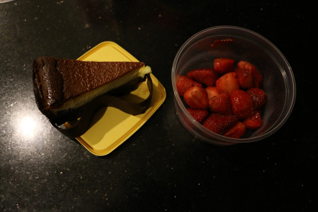 First evening's dessert - chocolate cheese cake and strawberries. Not very Sri Lankan, but nevertheless it was all gone a short while later.